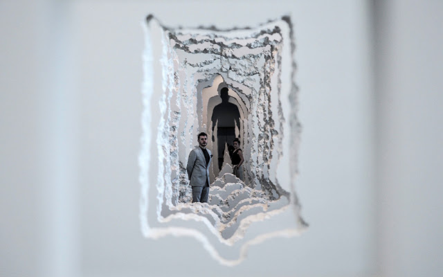 Artista-Daniel-Arsham-intaglia-90-metri-di-parete-nel-museo-darte-SCAD-wall-excavation-ddarcart-01