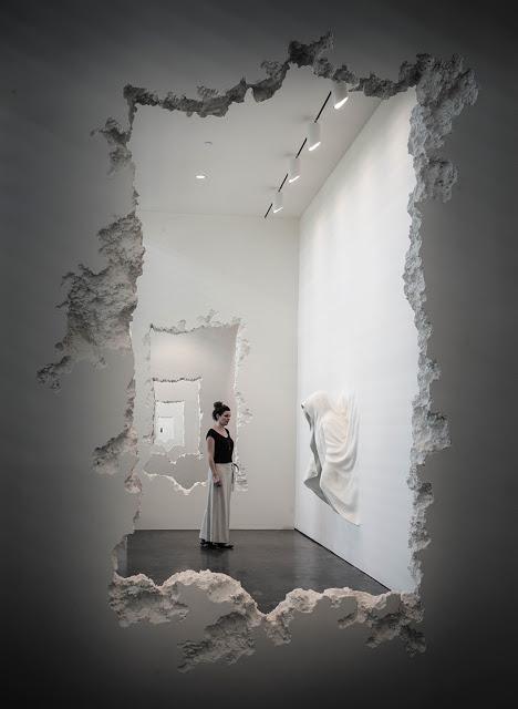 Artista-Daniel-Arsham-intaglia-90-metri-di-parete-nel-museo-darte-SCAD-wall-excavation-ddarcart-05