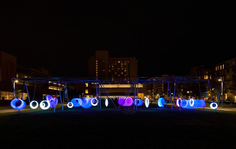 Installazione-Swing-Time-con-altalene-luminose-interattive-alboston-park-by-Howeler-and-Yoon-Architecture-ddarcart-02